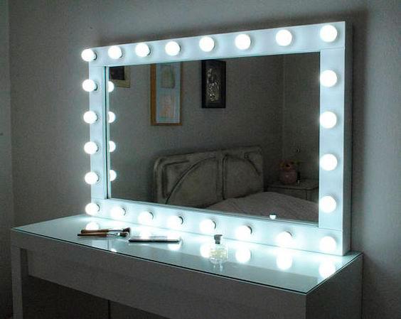 espejo de maquillaje con luces