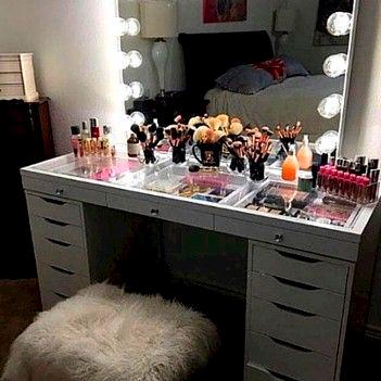 espejo de maquillaje con marco de luces